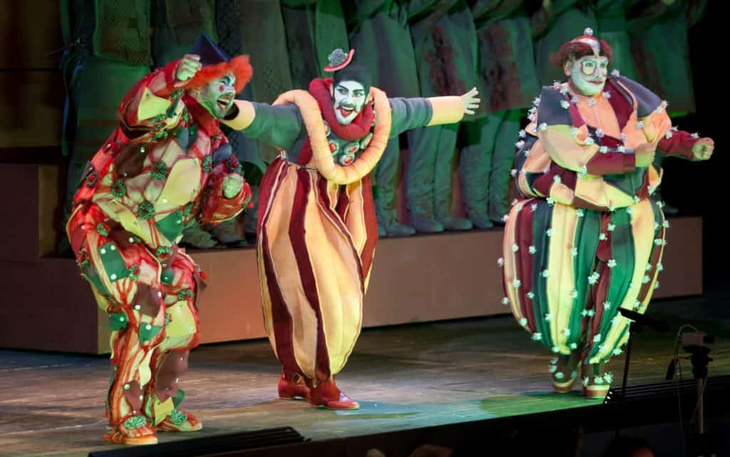 Ping in Turandot (middle)